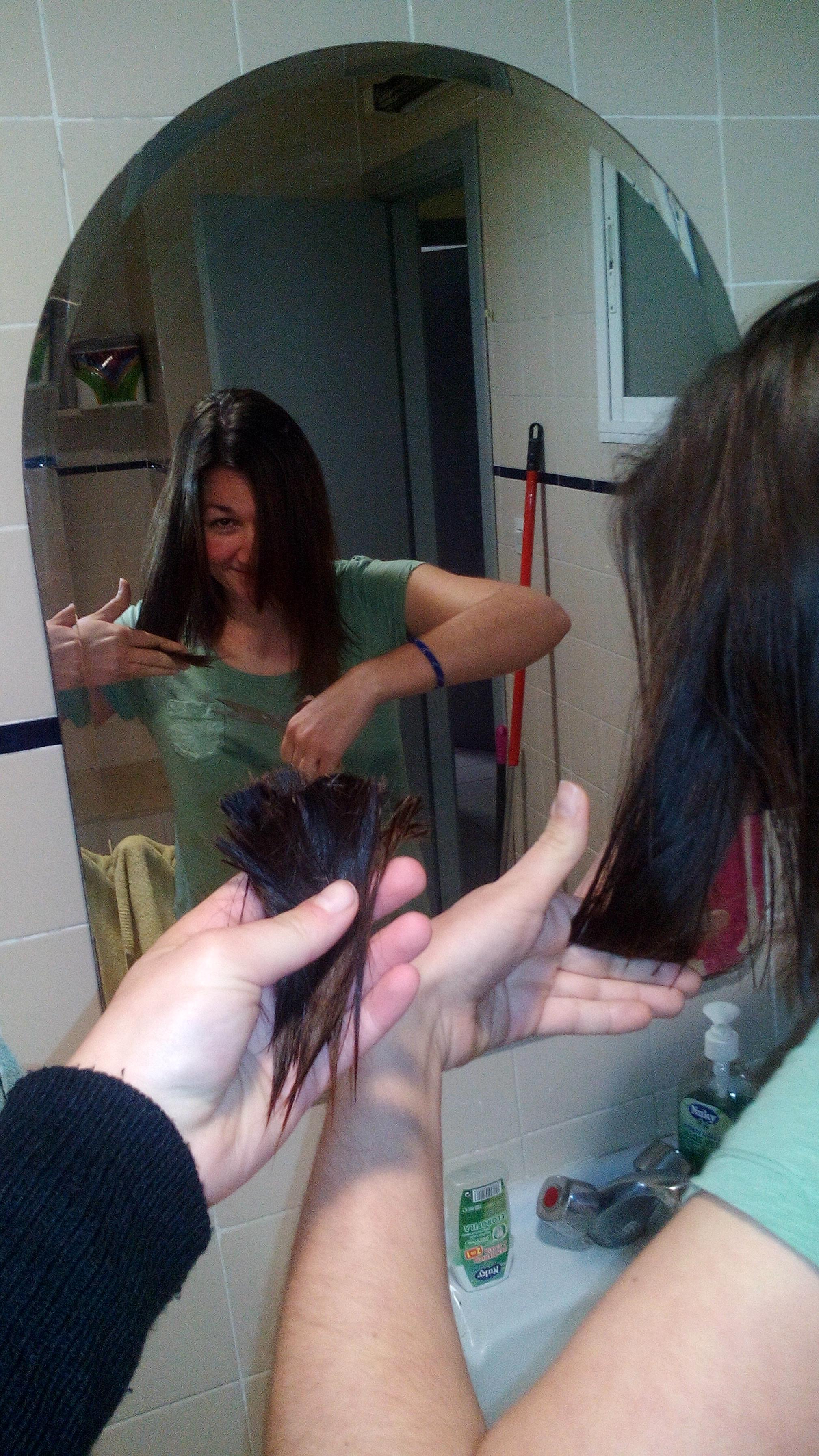 levágtam a sári haját, amit éppen magának igazít, nehogy még jobban elrontsam :D