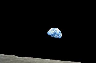 Űrfényképek III. Földkelte