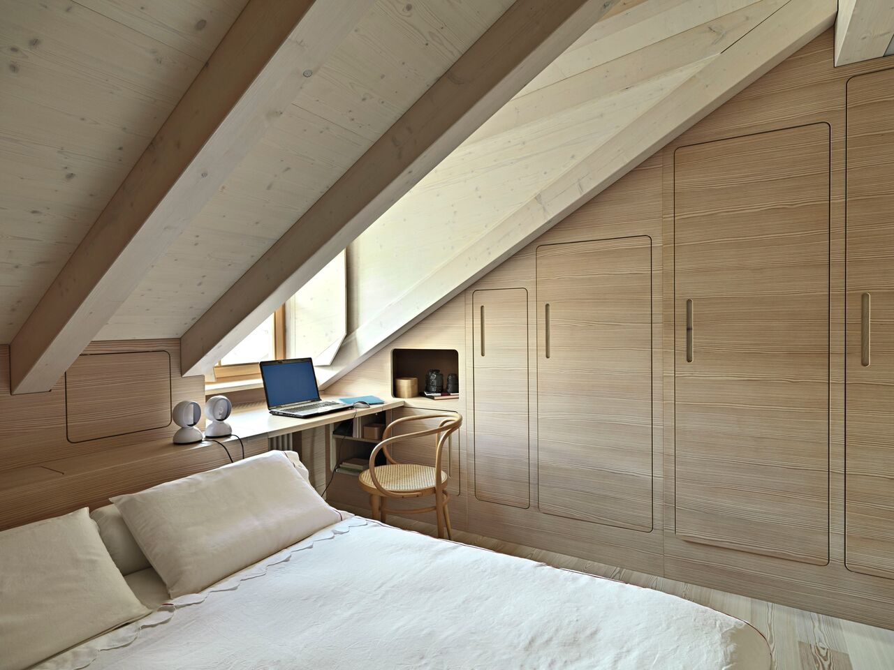 Egyedi bútorokkal használhatod ki a tetőtéri szobát - Magdi blogja ...