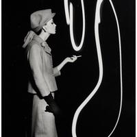 William Klein fénnyel rajzolt divatfotói (Párizs, 1962)