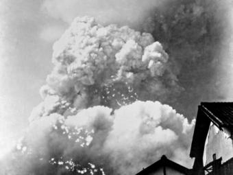 Az első japán fotók a Hirosimára és Nagaszakira dobott atombombák robbanásáról