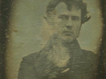 A világ legelső fotografált önarcképe