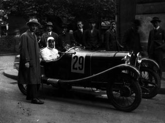 Amikor még Lauda a Népligetben versenyzett - Hazai autóversenyek régi fotókon