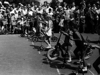 Sándor György képei a margitszigeti rollerversenyről (1958)