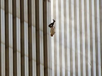 Kép-kockák #23 - Richard Drew: A zuhanó ember (9/11) – Egy megrázó fotó története