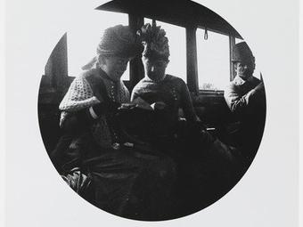 Rejtett fényképezőgéppel készített képek a XIX. század végéről