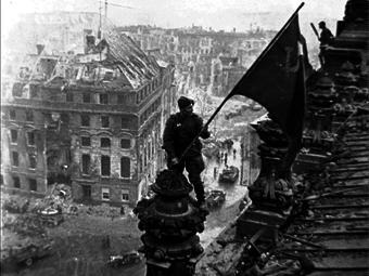 Visszakerült Jevgenyij Haldej, a manipulált képeiről ismert fotós hagyatéka az örökösökhöz