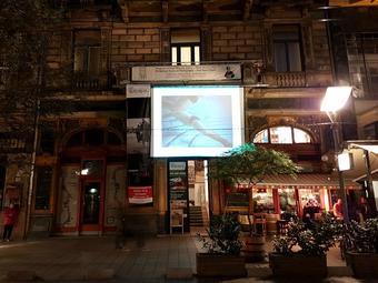 Budapest 1 napja – Vetítés a Mai Manó Ház épületére
