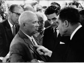 """Kép-kockák #6 - Elliott Erwitt: Hruscsov és Nixon """"konyhai vitája"""""""