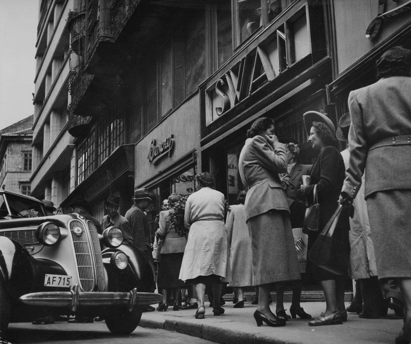 Fotó: Robert Capa: Élet a budapesti utcán 1948-ban © Robert Capa © International Center of Photography, New York. Magyar Nemzeti Múzeum gyűjteménye