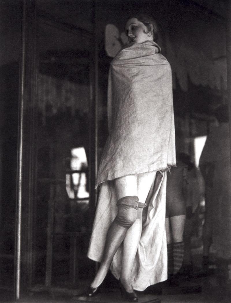 Fotó: Manuel Álvarez Bravo:  Covered Mannequin (Maniquí tapado / Mannequin couvert), 1931 © Colette Urbajtel / Archivo Manuel Álvarez Bravo, s.c.