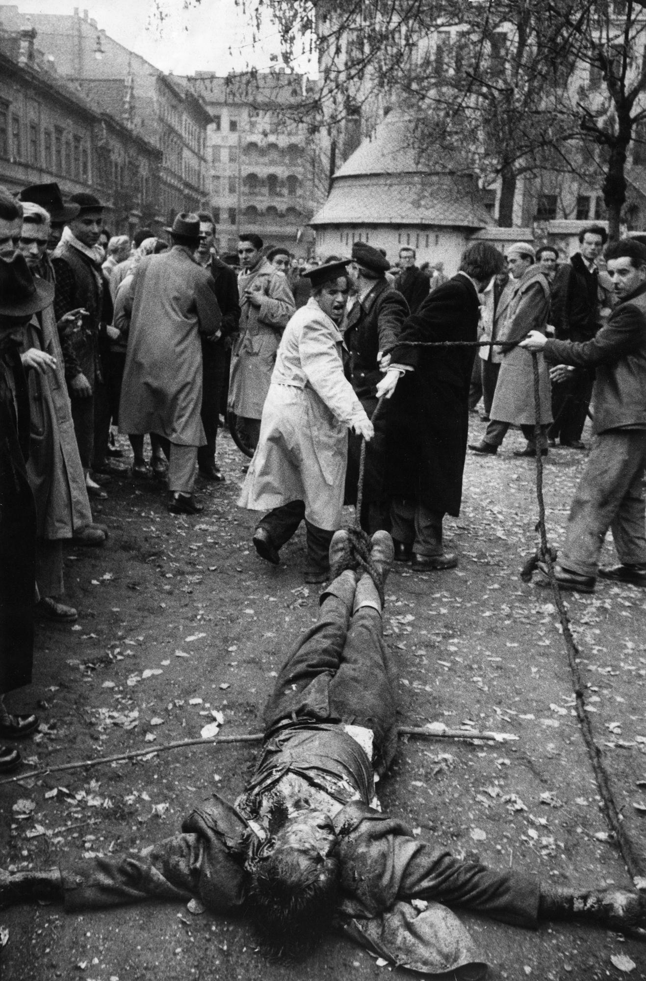 Fotó: Mario de Biasi: Budapest, 1956 © Mario de Biasi/Mondadori Portfolio