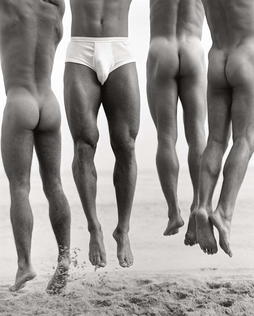 Fotó: Herb Ritts: Jump, Paradise Cove, 1987 © Herb Ritts Foundation Photograph