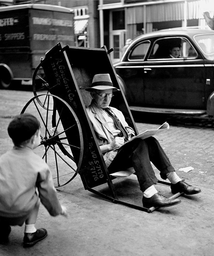 Fotó: Fred Stein: Pihenés, New York, 1944 © Fred Stein Archive