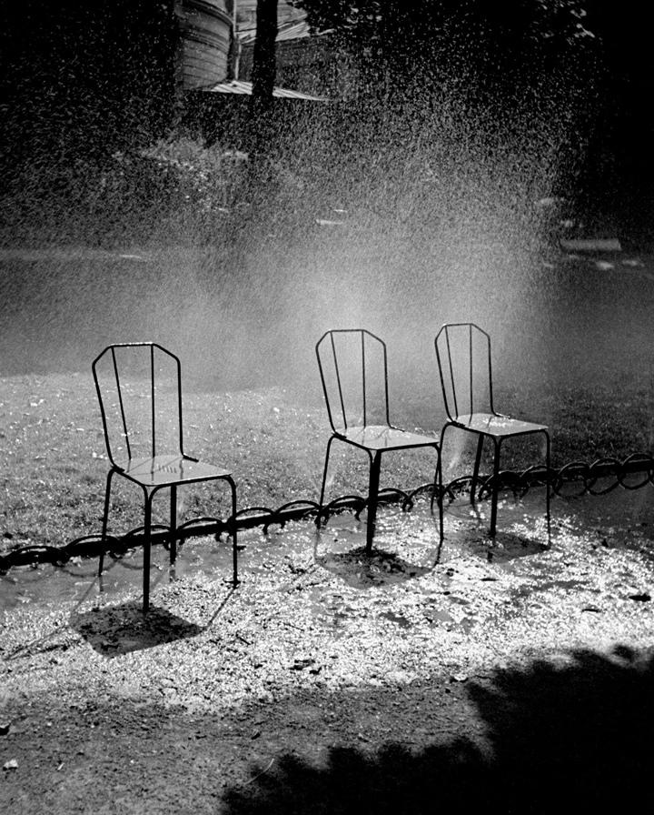 Fotó: Fred Stein: Három szék, Párizs, 1937 © Fred Stein Archive
