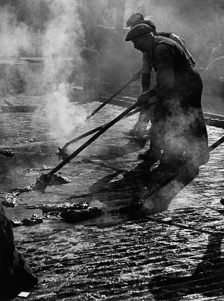 Fotó:Wolfgang Suschitzky: Charing Cross Road, London, 1936 © Wolfgang Suschitzky