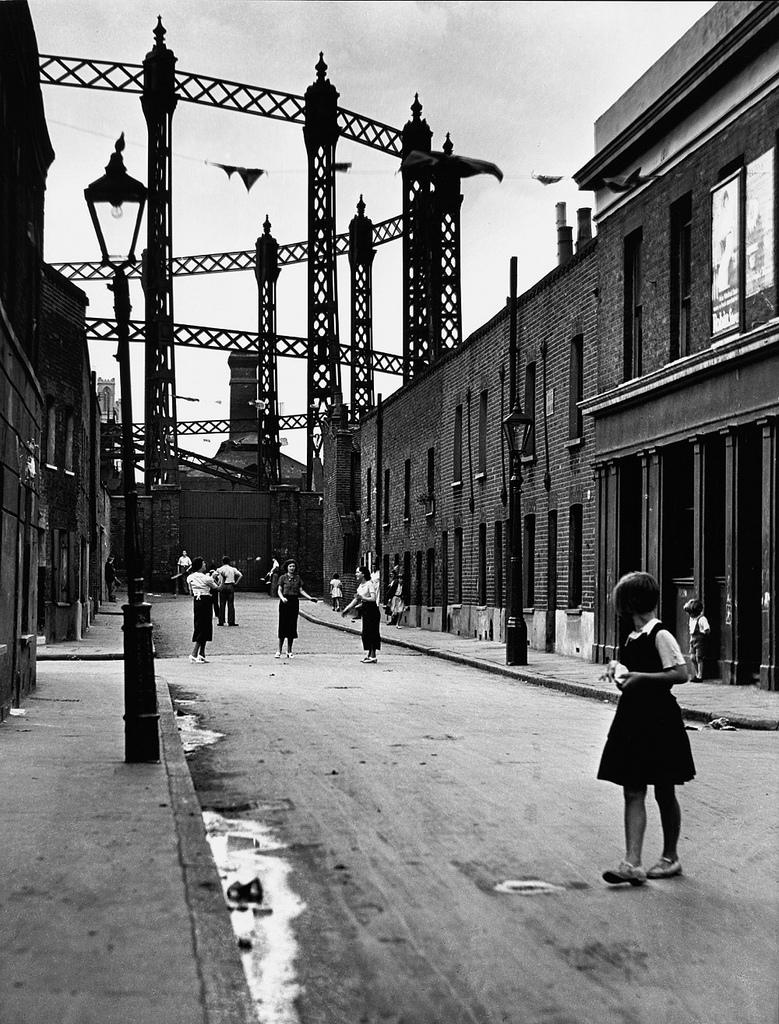 Fotó:Wolfgang Suschitzky: East End, London, 1934 © Wolfgang Suschitzky