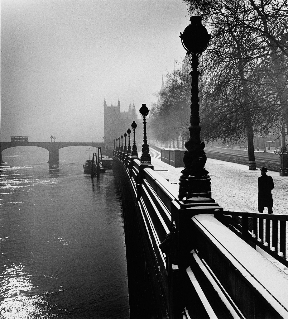 Fotó:Wolfgang Suschitzky: Rakpart, London, 1947 © Wolfgang Suschitzky