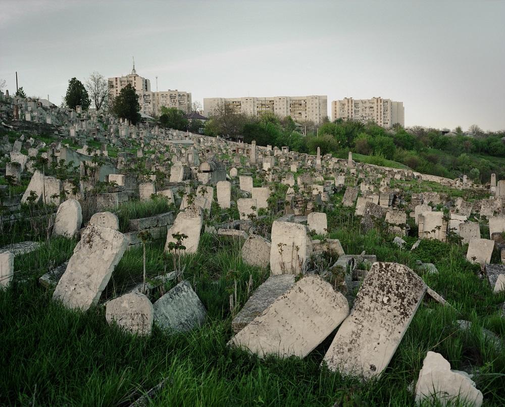 Fotó: Bácsi Róbert László: Zsidó temető a Ribnica határában. 2015. Részlet a Transznisztria sorozatból