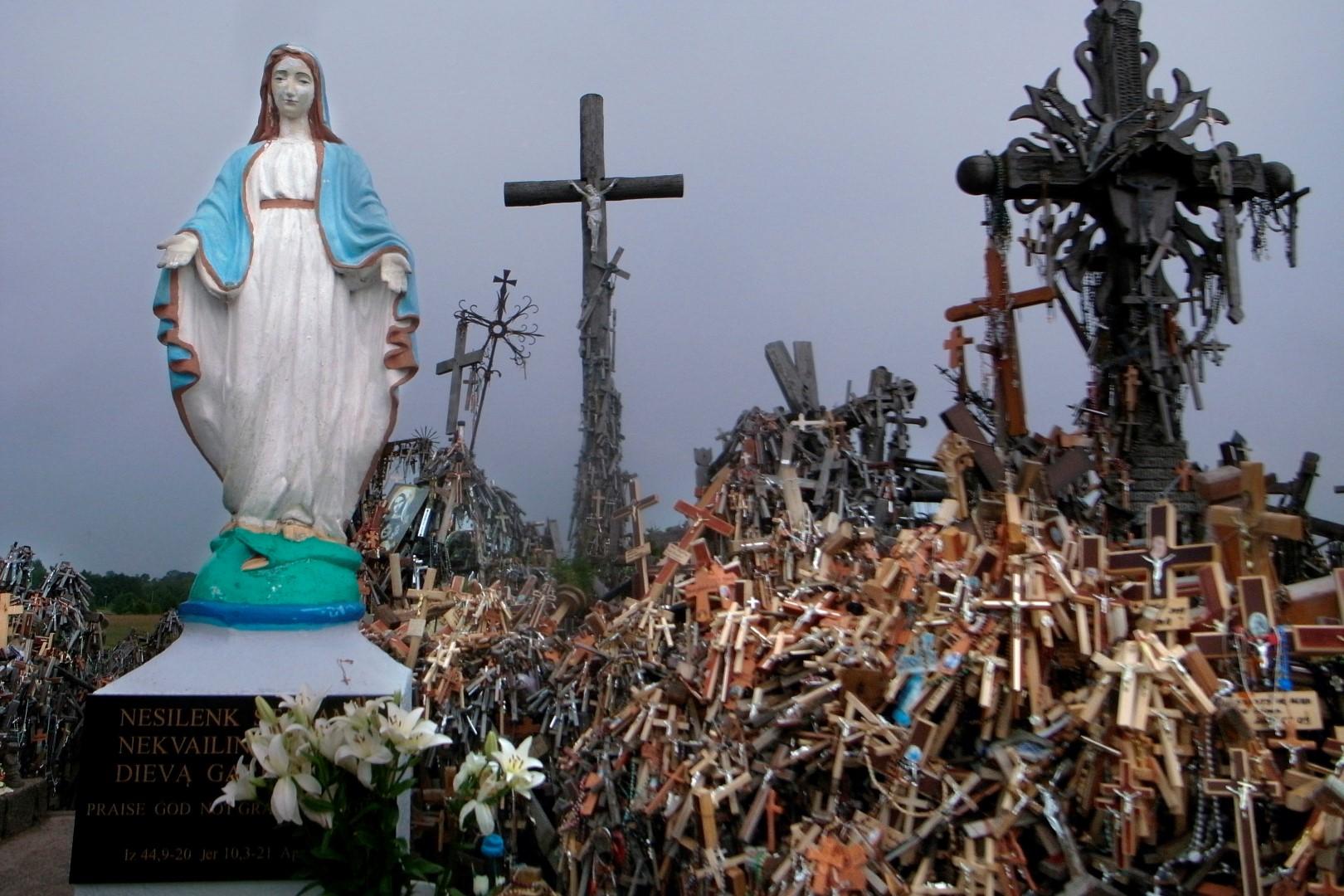 Fotó: Erdei Krisztina, Keresztek hegye, Litvánia [Antiglamour 64 (sorozat)] I Hill of Crosses, Lithuania [Antiglamour 64 (series)], 2011 © Erdei Krisztina