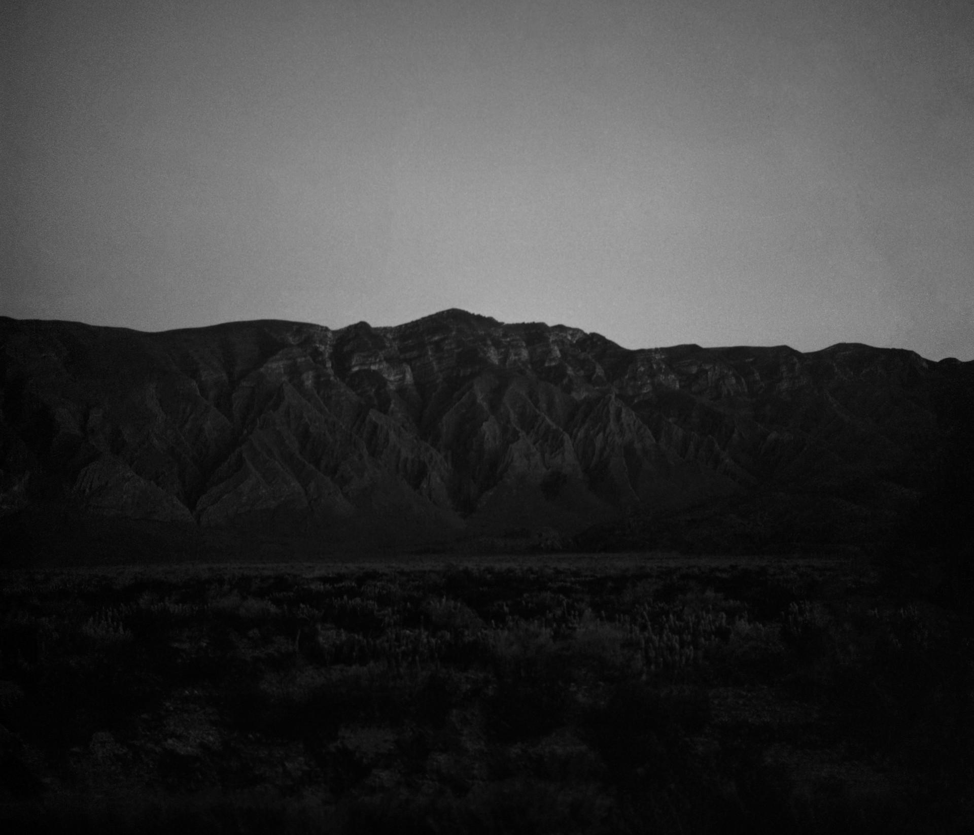 Fotó: Koleszár Adél: Sötétedés a torreoni sivatagban, részlet Az erőszak sebei című sorozatból
