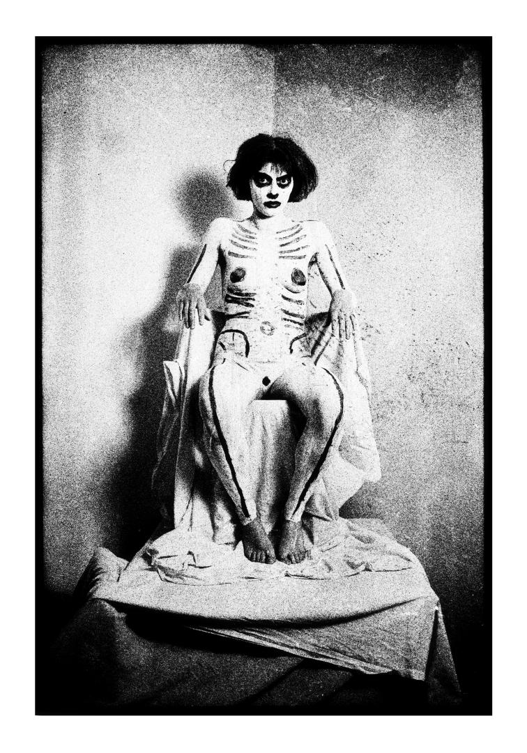 Fotó: Ujj Zsuzsanna, Trónuson I With a Throne, 1986 © Ujj Zsuzsanna/Courtesy of the artist & MissionArt Galéria
