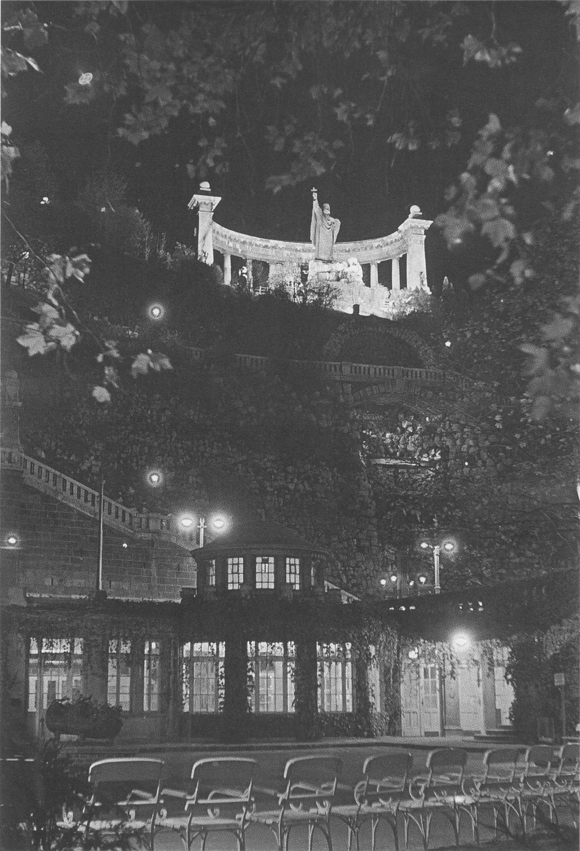 Fotó: Dulovits Jenő: Szent Gellért kivilágított szobra, az Erzsébet-híd alatti Ivócsarnok felől, 1930-as évek vége © Fejér Zoltán gyűjteménye