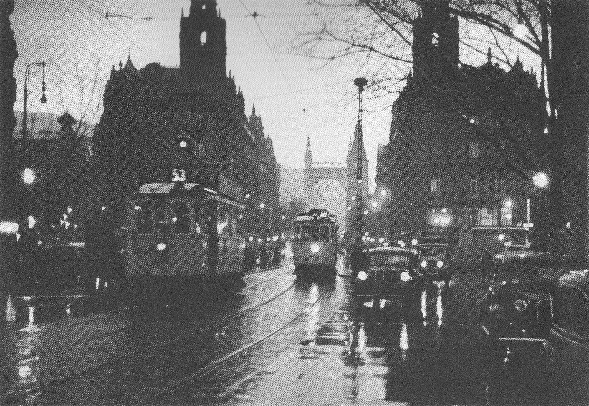 Fotó: Dulovits Jenő: Alkonyodik a Ferenciek terén (próbafelvétel), 1930-as évek vége © Fejér Zoltán gyűjteménye