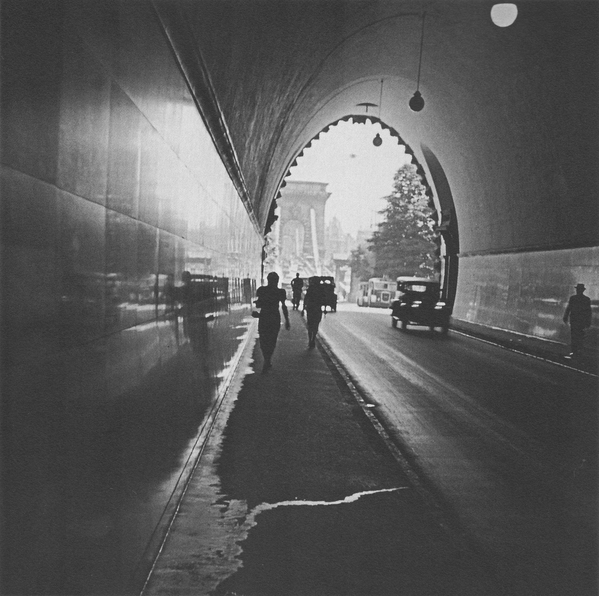 Fotó: Dulovits Jenő: A budai Alagútban, 1940-es évek © Fejér Zoltán gyűjteménye