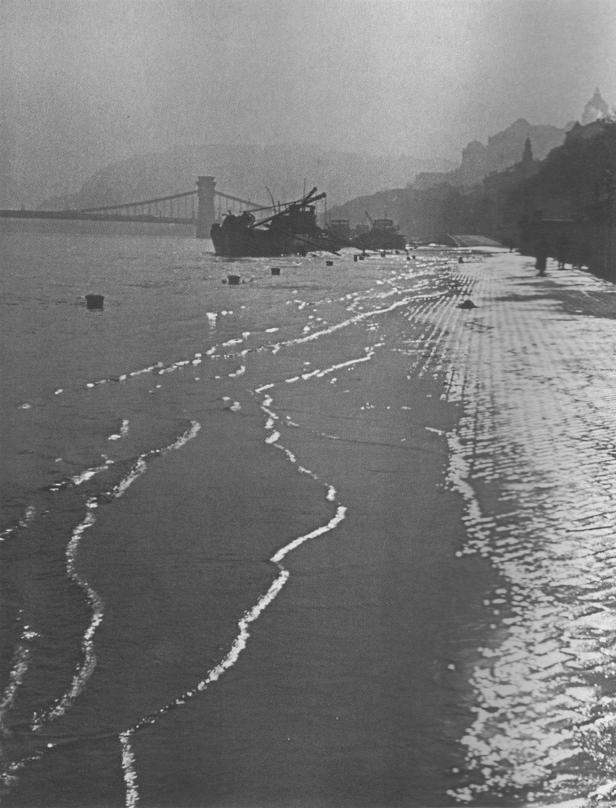 Fotó: Dulovits Jenő: A Vízivárosi rakpart az 1941-es árvízkor, 1941 © Fejér Zoltán gyűjteménye