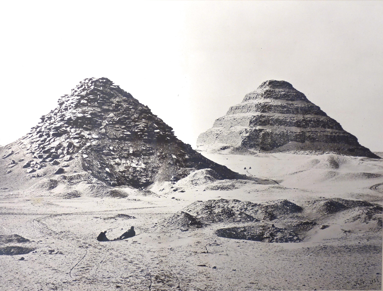 Fotó: Francis Frith: A szakkarai piramisok. A látkép északkeletről, 1858, 38,5 x 48,5 cm, új nagyítás kollódium negatívról