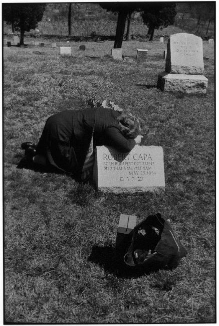 Fotó: Elliott Erwitt: Robert Capa édesanyja, Julia, Armonk, New York, USA, 1954 © Elliott Erwitt / Magnum Photos