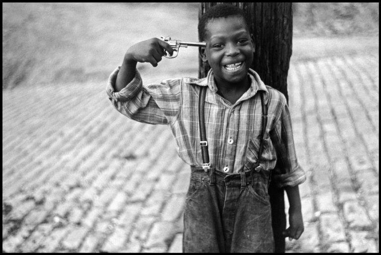 Fotó: Elliott Erwitt: Pittsburgh, Pennsylvania, USA, 1950 © Elliott Erwitt / Magnum Photos
