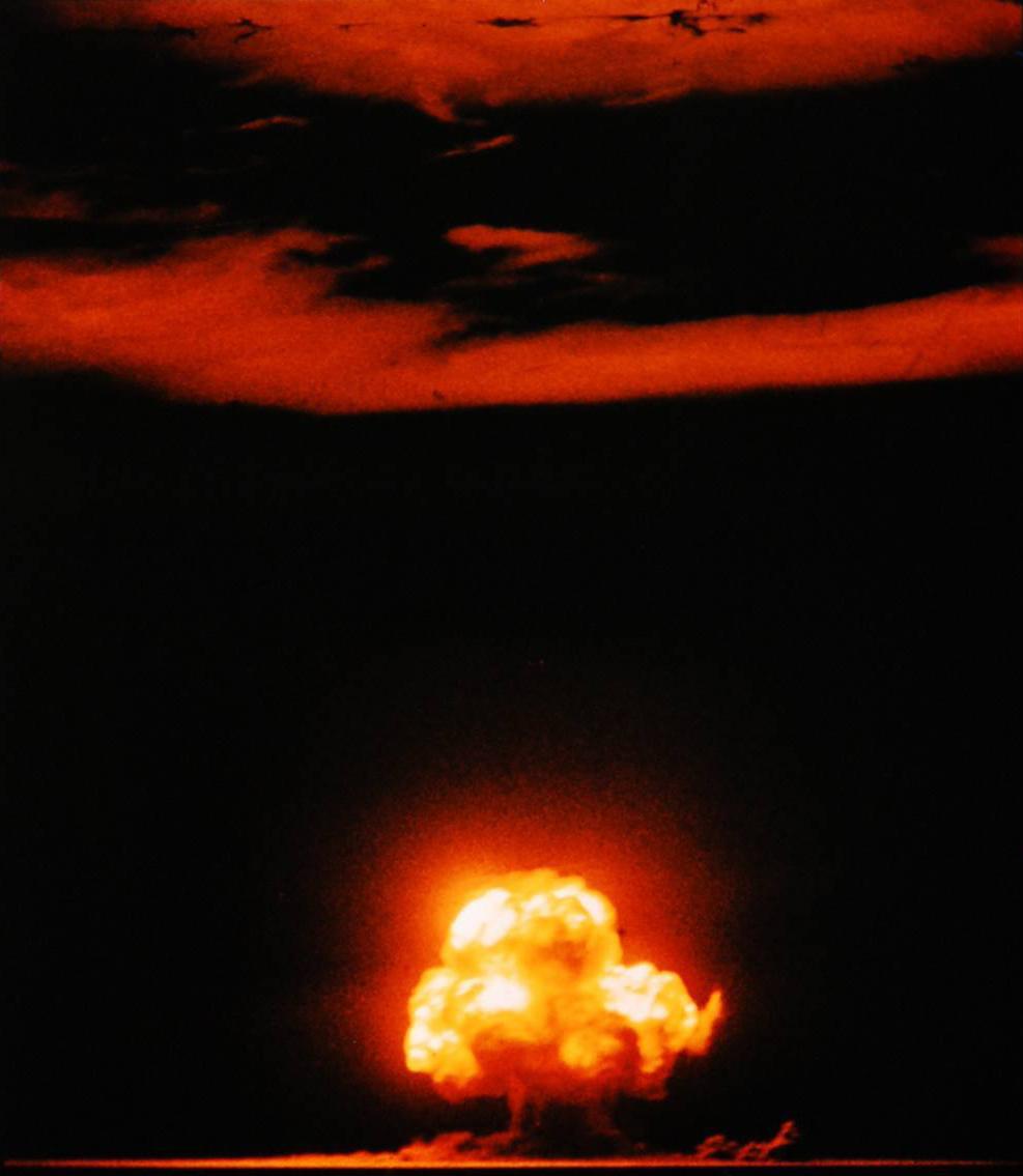 Fotó: Részlet Jack W. Aeby híres színes fényképe a ' Trinity ' felvételéből, az első nukleáris kísérleti robbanásról, 1945. július 16.