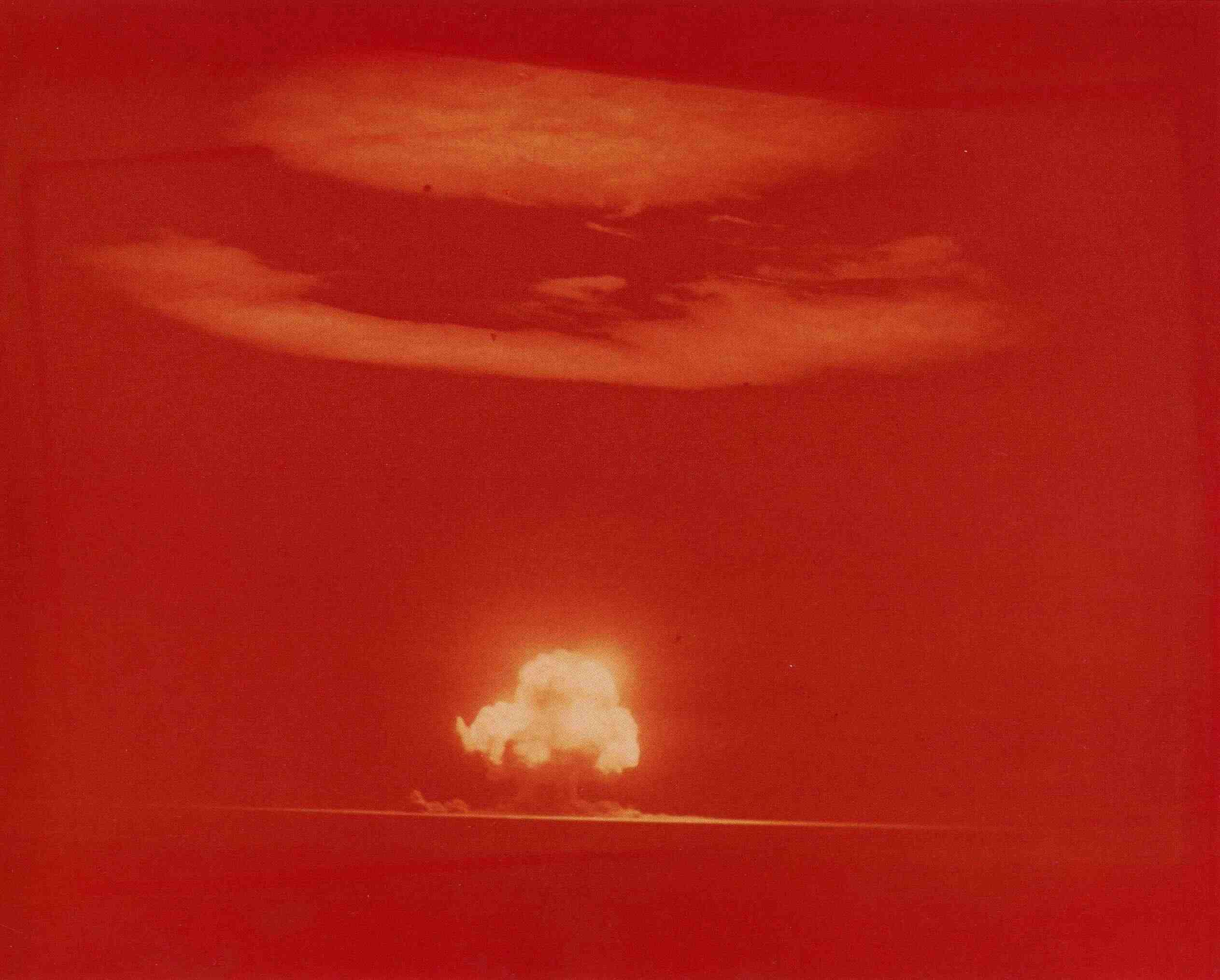 Fotó: Jack W. Aeby híres színes fényképe a ' Trinity ' felvételről, az első nukleáris kísérleti robbanásról, 1945. július 16.