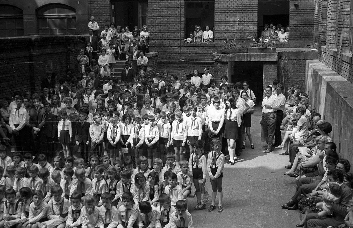 Fotó: Lónyay (Szamuely) utca 4/c-8., Általános Iskola (ma Szent-Györgyi Albert Általános Iskola és Gimnázium), Budapest IX. ker., Magyarország, 1964 © Fortepan