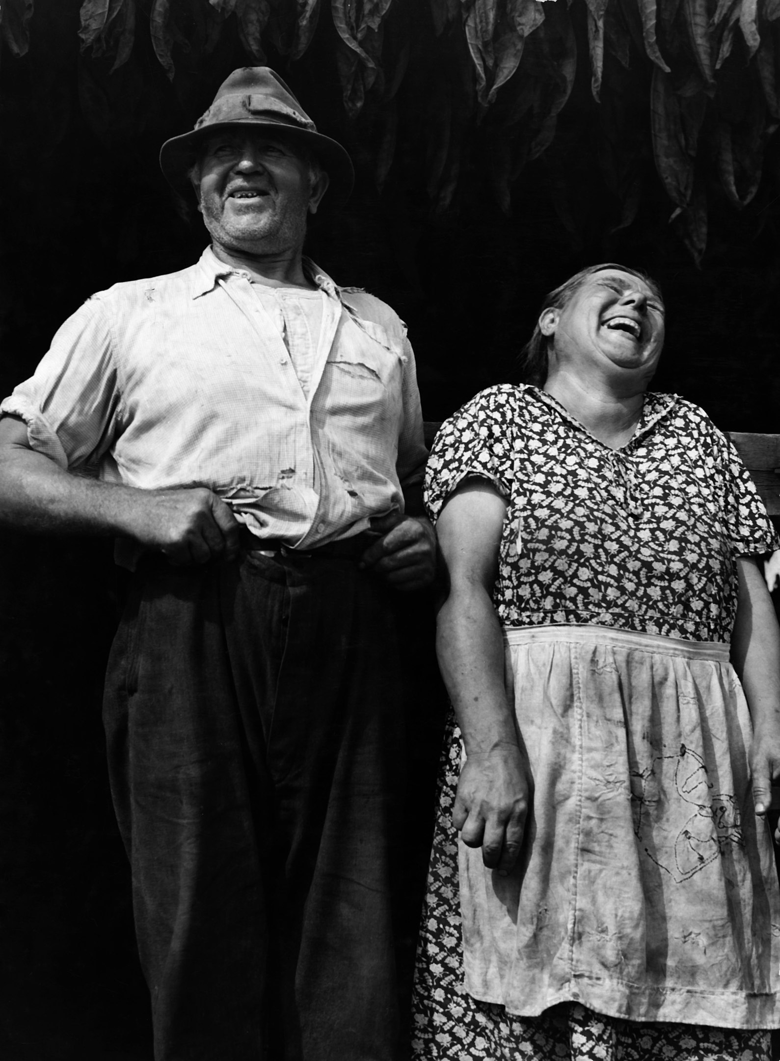 1589px-jack_delano_tobacco_famers_near_windsor_locks_conn_1940.jpg