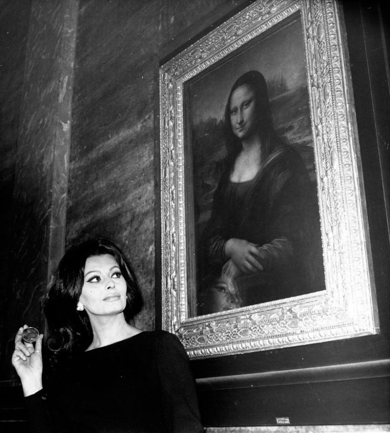sophia-loren-and-the-mona-lisa-1964-photo-by-keystone-francegamma-keystone.jpg