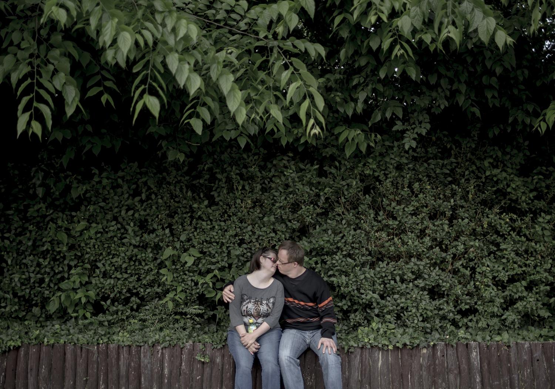 Fotó: Mohai Balázs: Együtt szép, 2015-2017<br />Torna előtt egy parkban töltik el az időt.