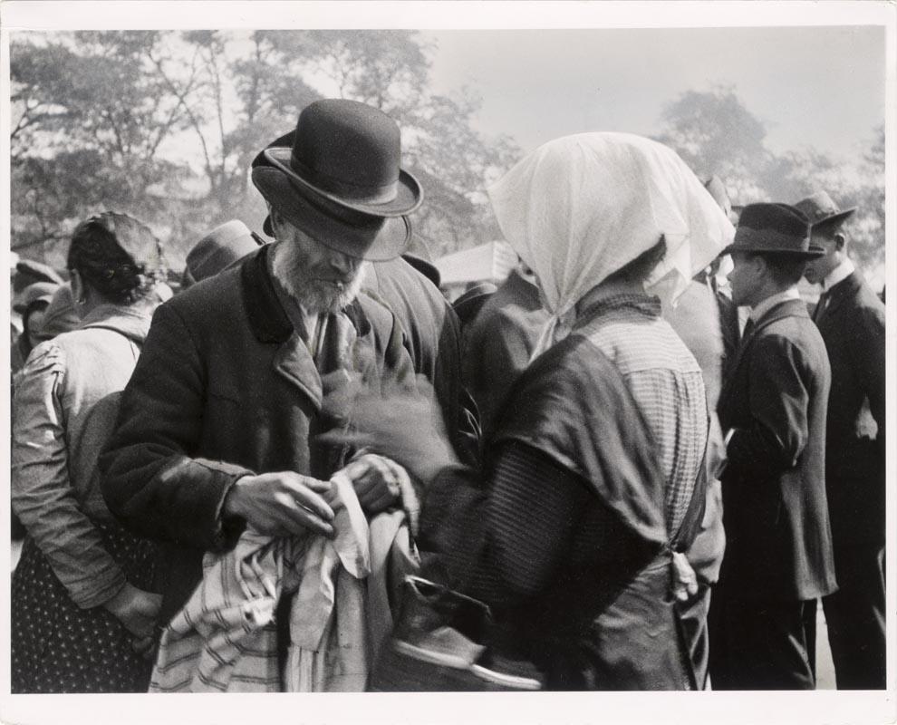 Fotó: André Kertész: Teleki téri zsibárus 1917. © Magyar Fotográfiai Múzeum