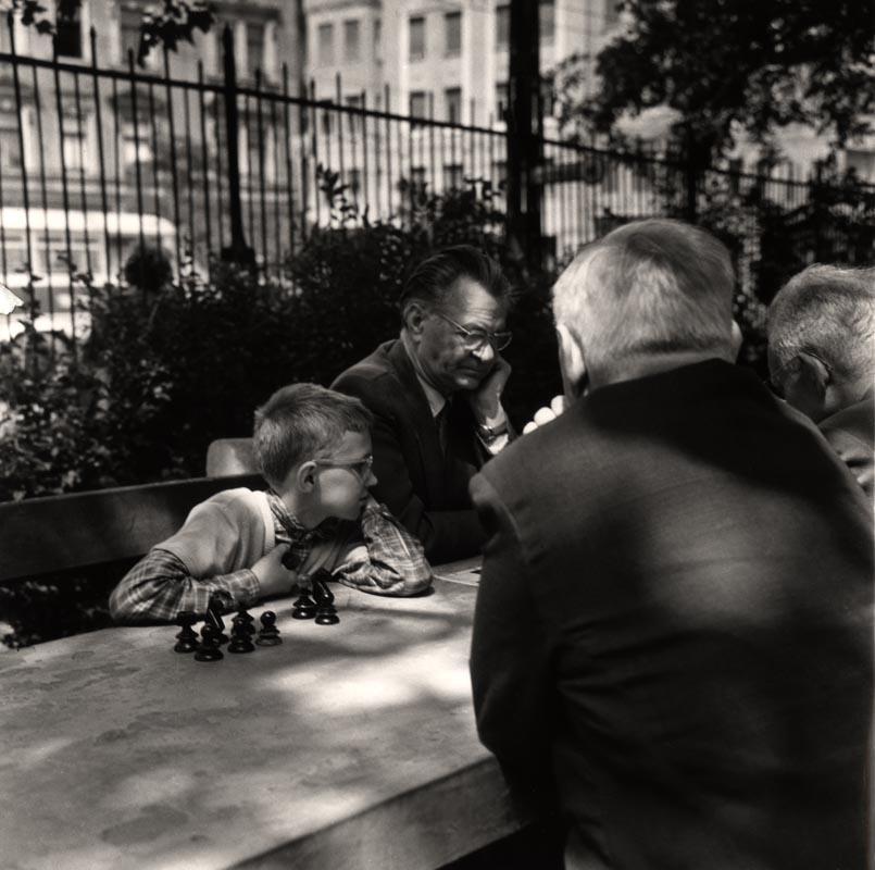 Fotó: Reismann János: Sakkozók a Kulich Gyula téren 1970-es évek © Magyar Fotográfiai Múzeum