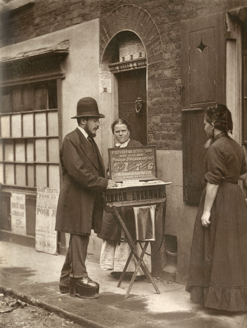 Fotó: John Thomson: Street Doctor, London, 1877 © Hulton Archive/Getty Images