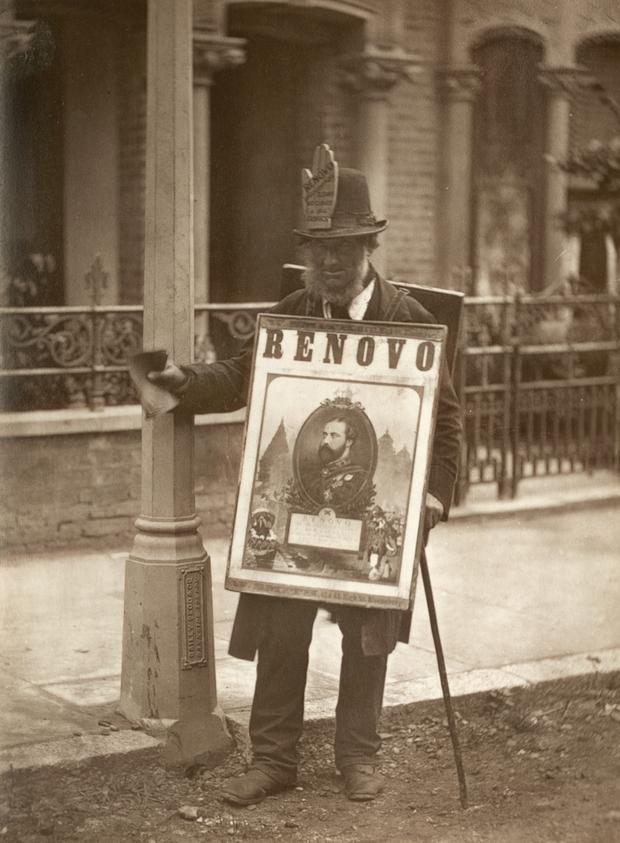 Fotó: John Thomson: Szendvicsember, London, 1877 © Hulton Archive/Getty Images