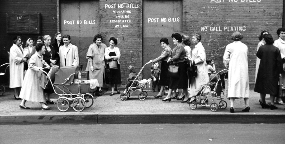 Fotó: Ken Heyman: Részlet az Anyák című sorozatból © Ken Heyman