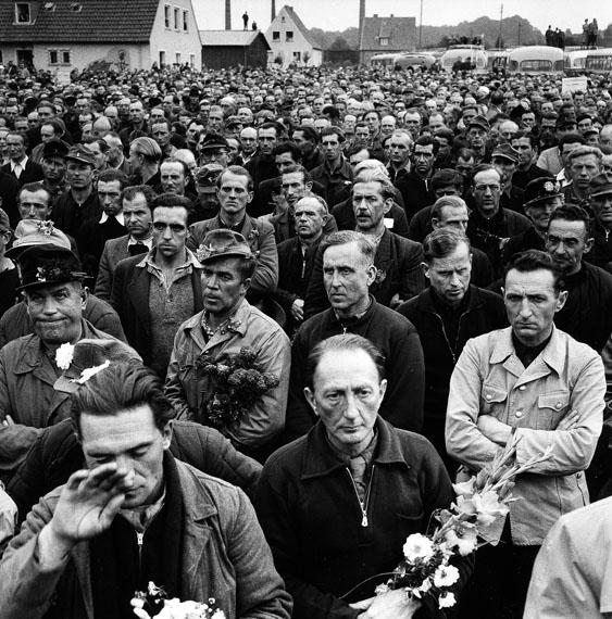 Fotó: Archiv Robert Lebeck: Heimkehrer, 1965