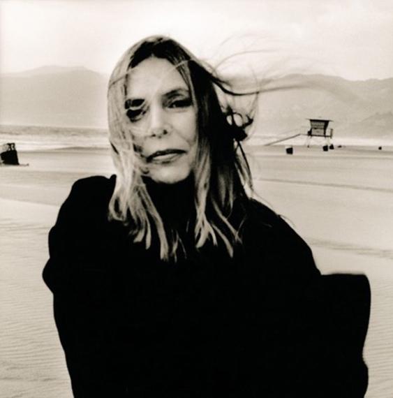 Fotó: © Anton Corbijn<br />Joni Mitchell, Santa Monica, 1999<br />Handprinted on Oriental Seagull Paper<br />68 x 69 cm<br />Edition of 20