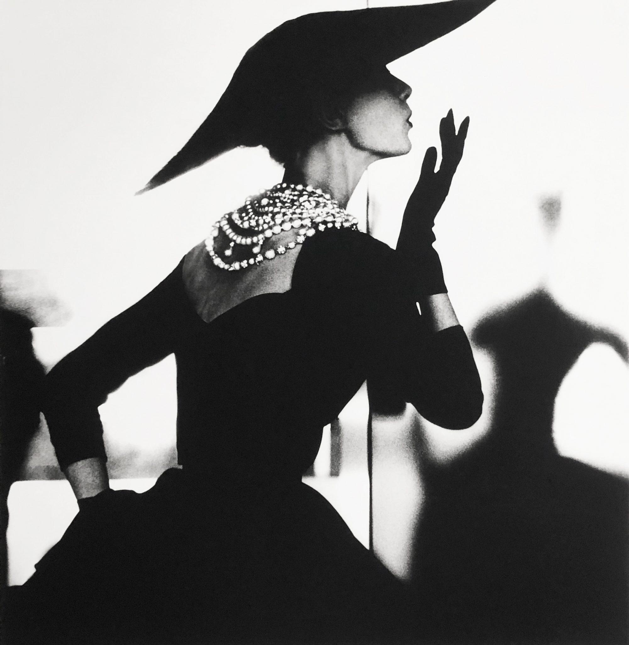 Fotó: Lillian Bassman: Blowing Kiss, Barbara Mullen, New York, c. 1958