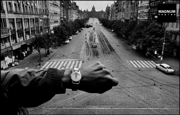 Fotó: Josef Koudelka: Prague. August 1968. Warsaw Pact troops invasion. © Josef Koudelka/Magnum Photos