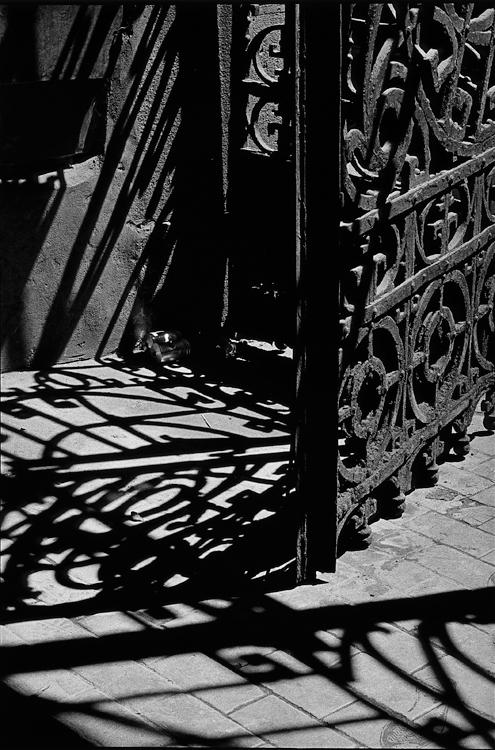 Fotó: Schäffer Zsuzsa: Dobutcai Gozsdukapu, Budapest, 1998-1999 © Schäffer Zsuzsa