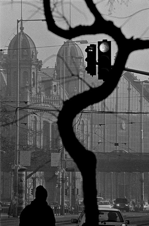 Fotó: Schäffer Zsuzsa: Piros lámpa, Budapest, 2002-2003 © Schäffer Zsuzsa